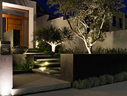 Hias Pekarangan Rumah Dengan Pesona Lampu Taman