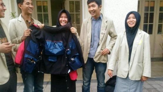 Mahasiswa UGM Ciptakan Jaket Yang Bisa Memijat Otomatis Dengan Sensor Robotik