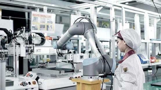 Memiliki Robot Pada Sebuah Industri, Tak Harus Menggantikan Peran Karyawan Manusia